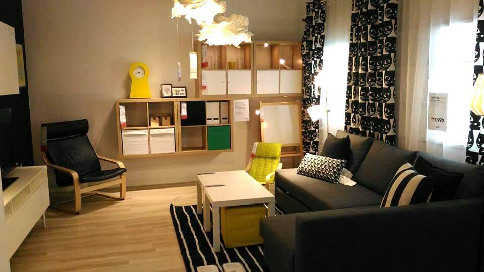 Design yang simple tapi menarik dengan susunan set sofa yang kemas
