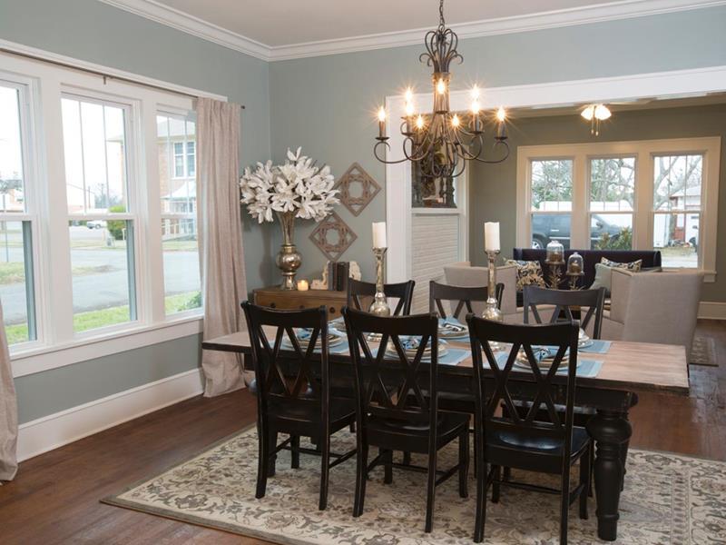 Konsep mewah menghiasi ruang makan di atas dengan penggunaan meja makan yang memuatkan enam kerusi sebagai inspirasi