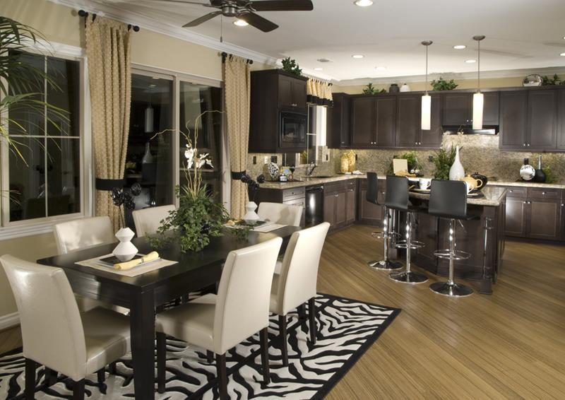 Menggunakan tema hitam putih dengan karpet yang menarik menjadikan ruang nampak lebih moden