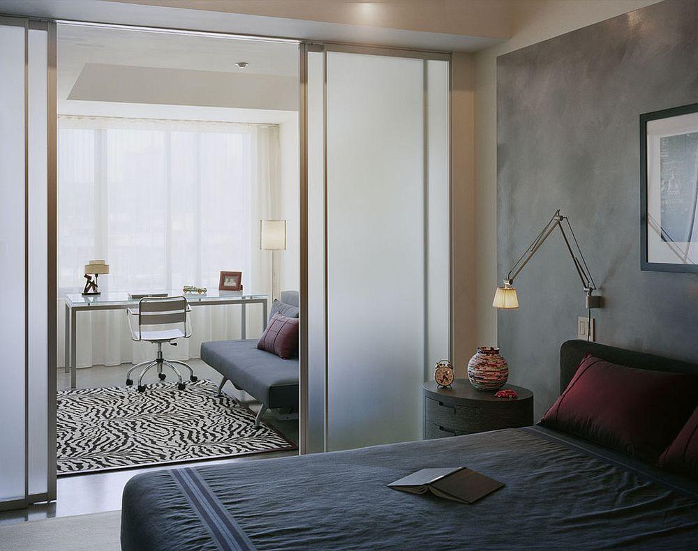 Pintu kaca frosted boleh juga digunakan sebagai pembahagi ruang untuk lebih privacy