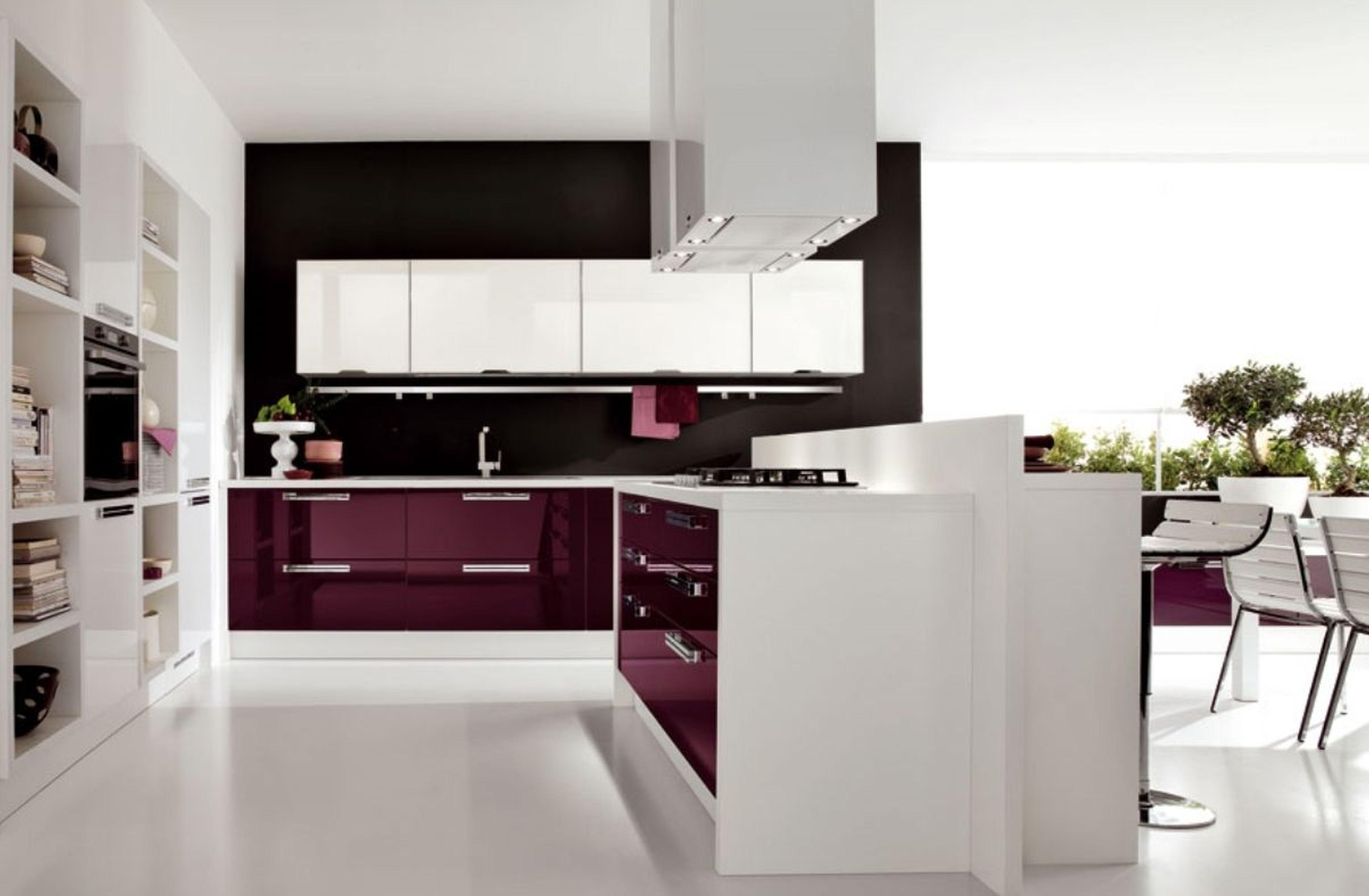 View In Gallery Dapur Modern Dengan Warna Putih Ungu Menjadi Pilihan Pada Kabinet