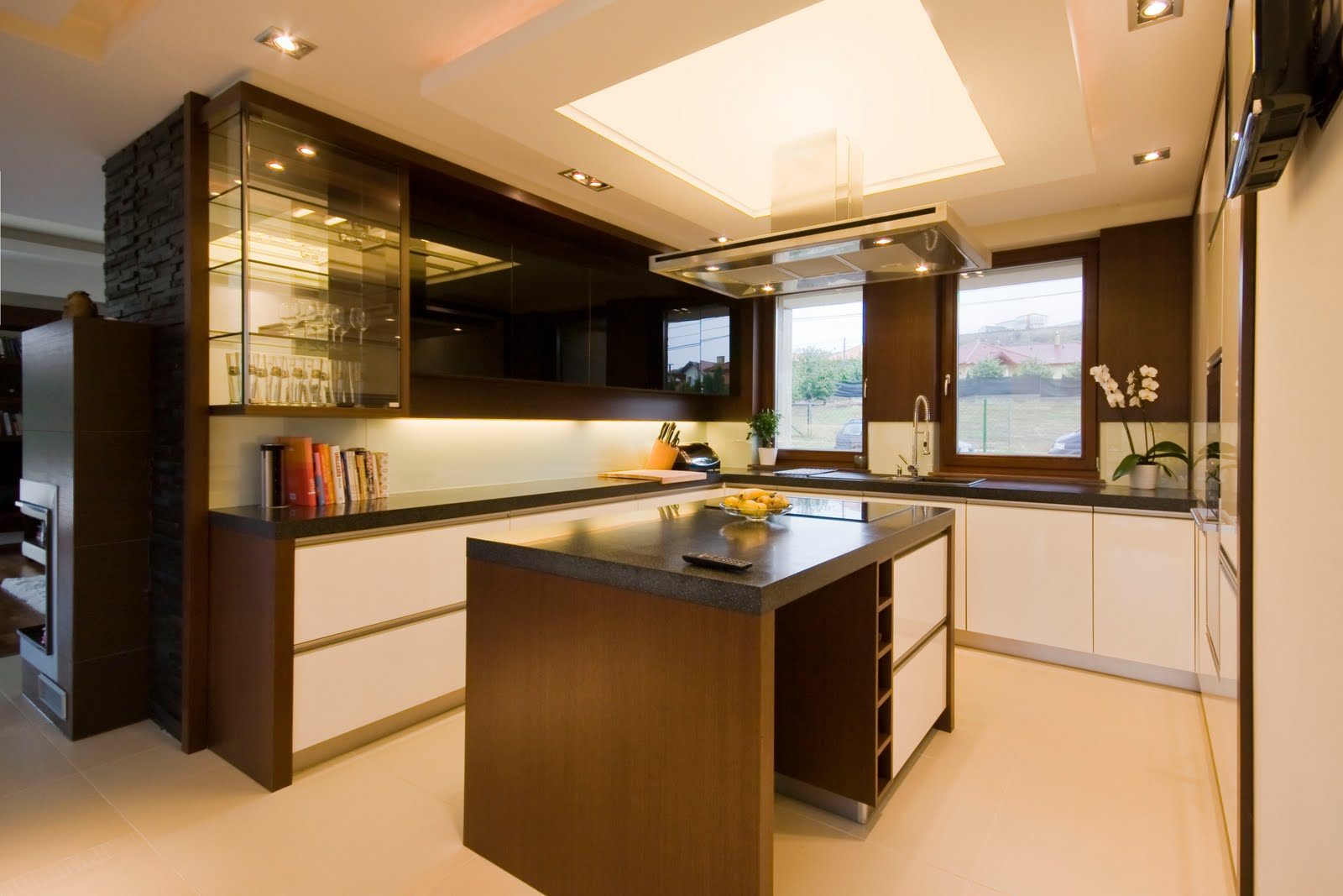 model dapur moden menggunakan lighting untuk menjadikan ruang lebih gah