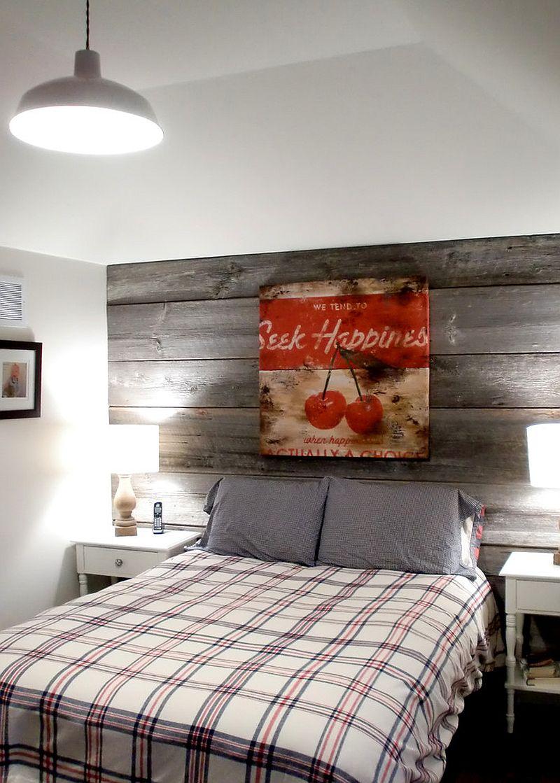 Bilik tidur gaya rumah ladang dengan dinding papan