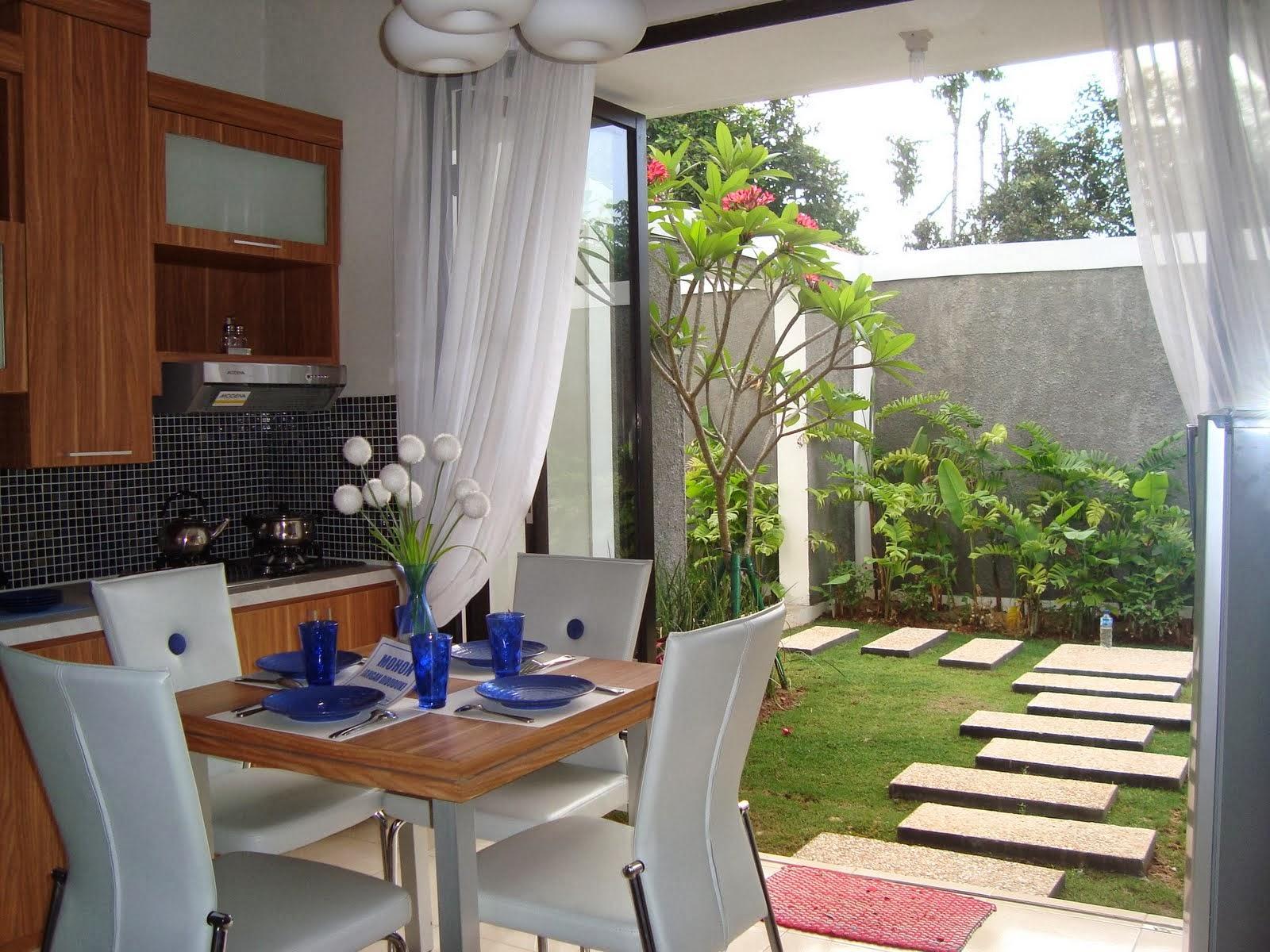 Dapur Dekat Dengan Halaman Rumah