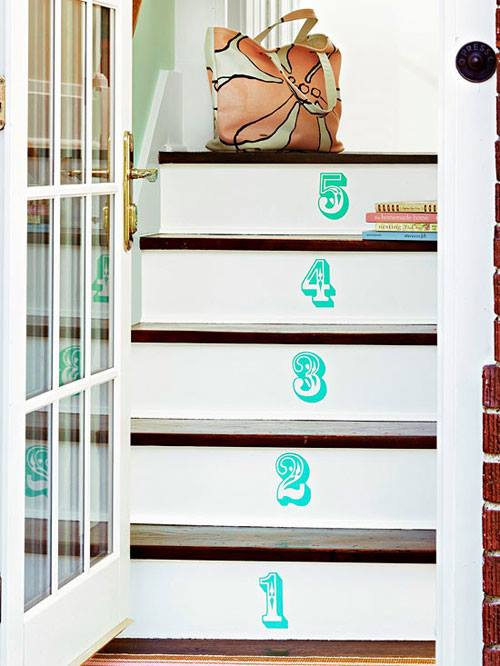 Dekorasi anak tangga dengan nombor