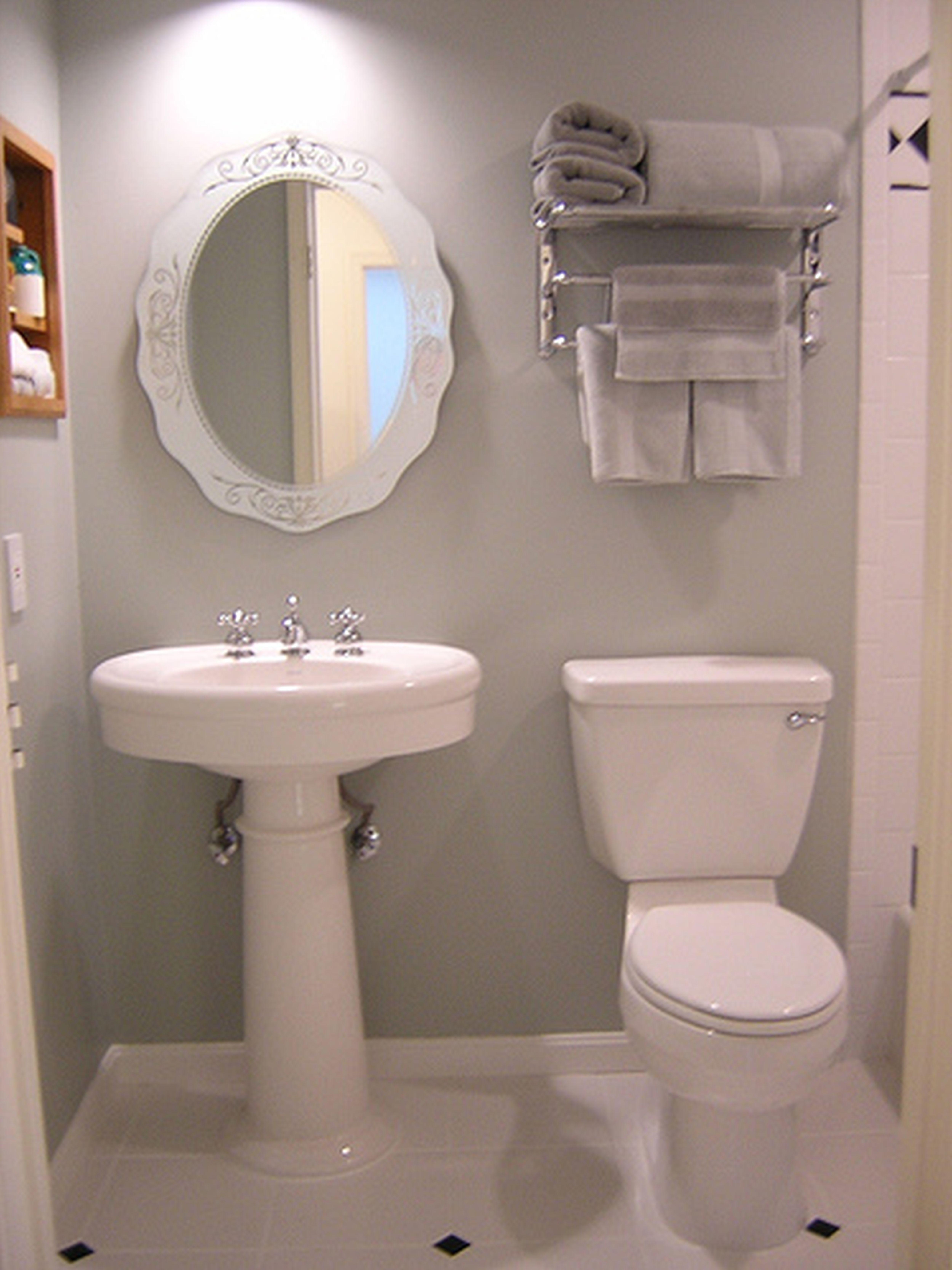 Design bilik air kecil terbaik dengan tema putih