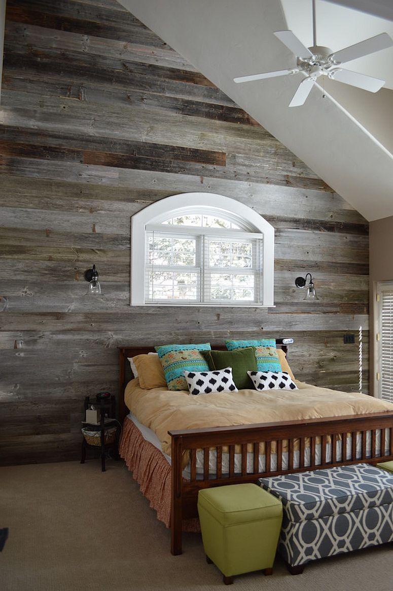 Dinding papan terpakai membawa suasana rumah kampung kepada bilik tidur moden