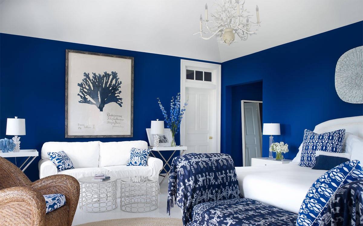 View In Gallery Hiasan Ruang Tamu Yang Lebih Menyerlah Dengan Lapis Blue Warna Cat Rumah
