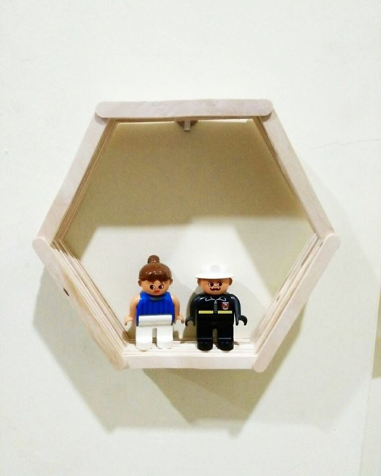 View In Gallery Idea Diy Hiasan Dinding Kreatif Dari Batang Aiskrim Yang Cantik