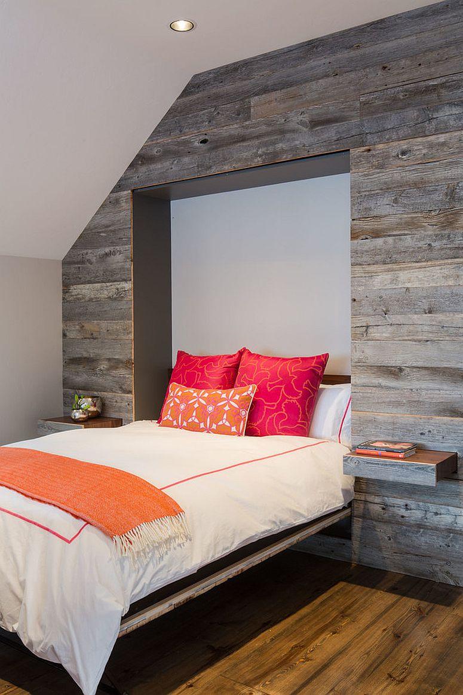 Katil ini boleh dilipat ke dalam dinding kayu menjadikannya sesuatu yang unik