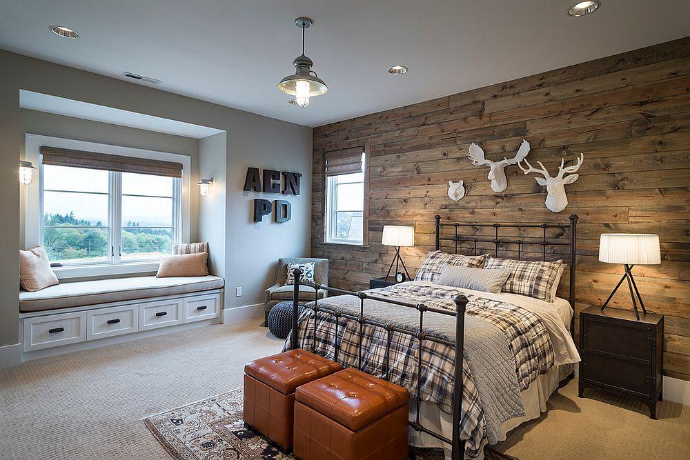 Penggunaan dinding papan terpakai membawa suasana kabin ke dalam bilik tidur moden ini