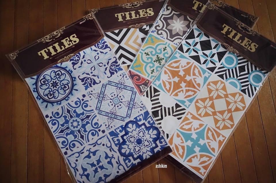 View In Gallery Tiles Sticker Yang Digunakan Untuk Menghasilkan Hiasan Dinding