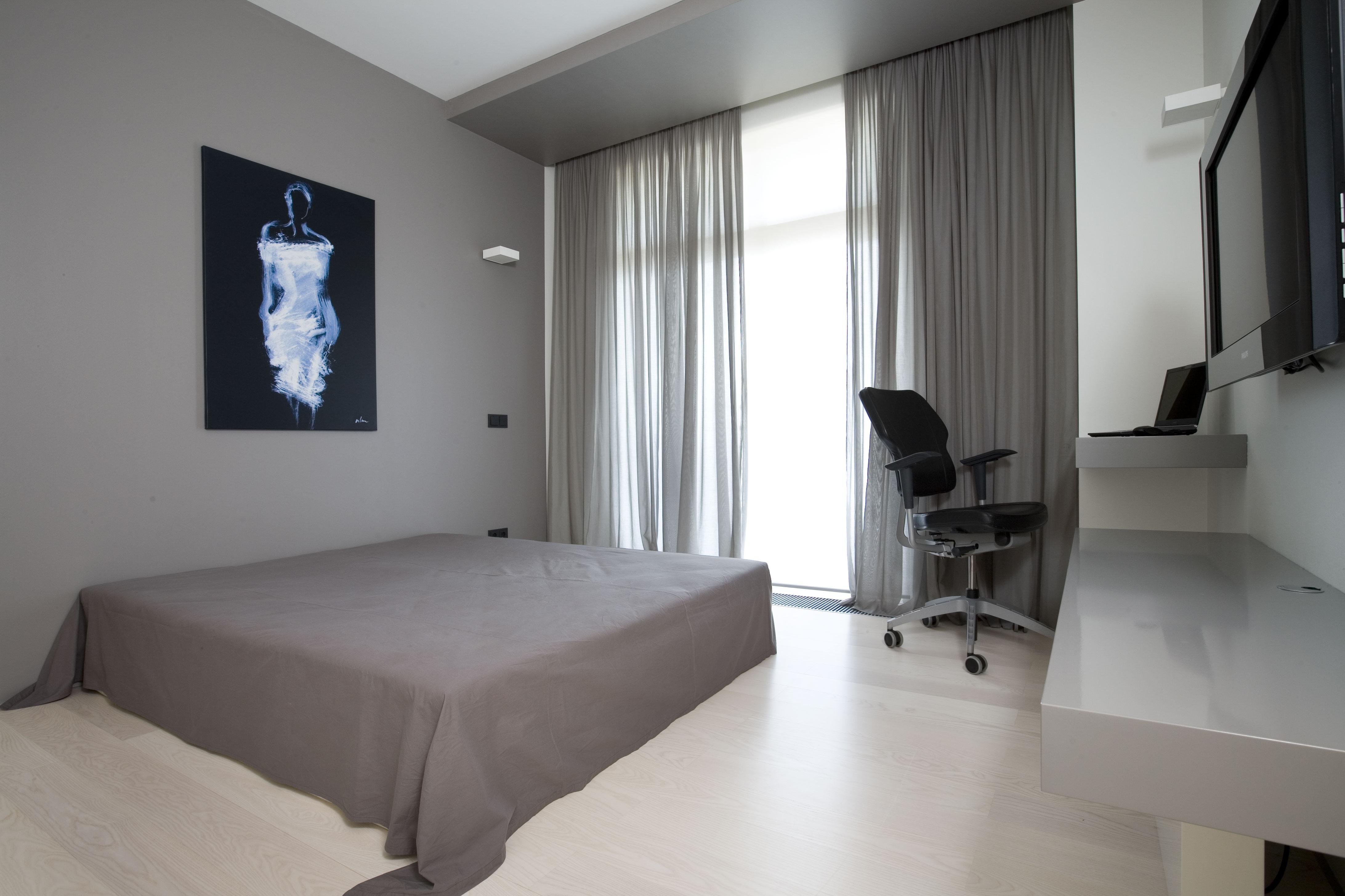 View In Gallery Bilik Tidur Dengan Warna Tema Kelabu Dan Putih