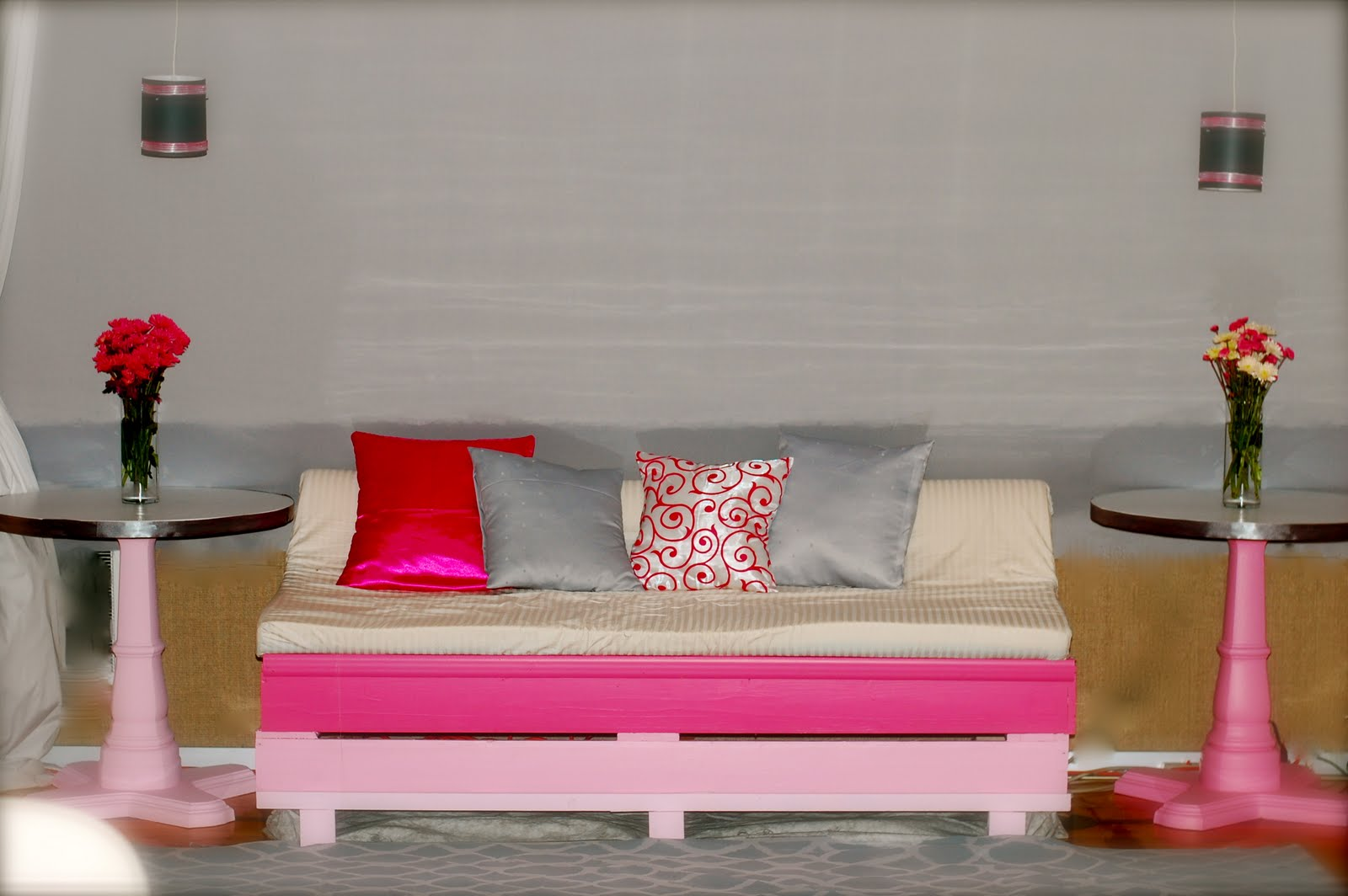 View In Gallery Diy Perabot Bilik Tidur Bangku Menggunakan Pallet