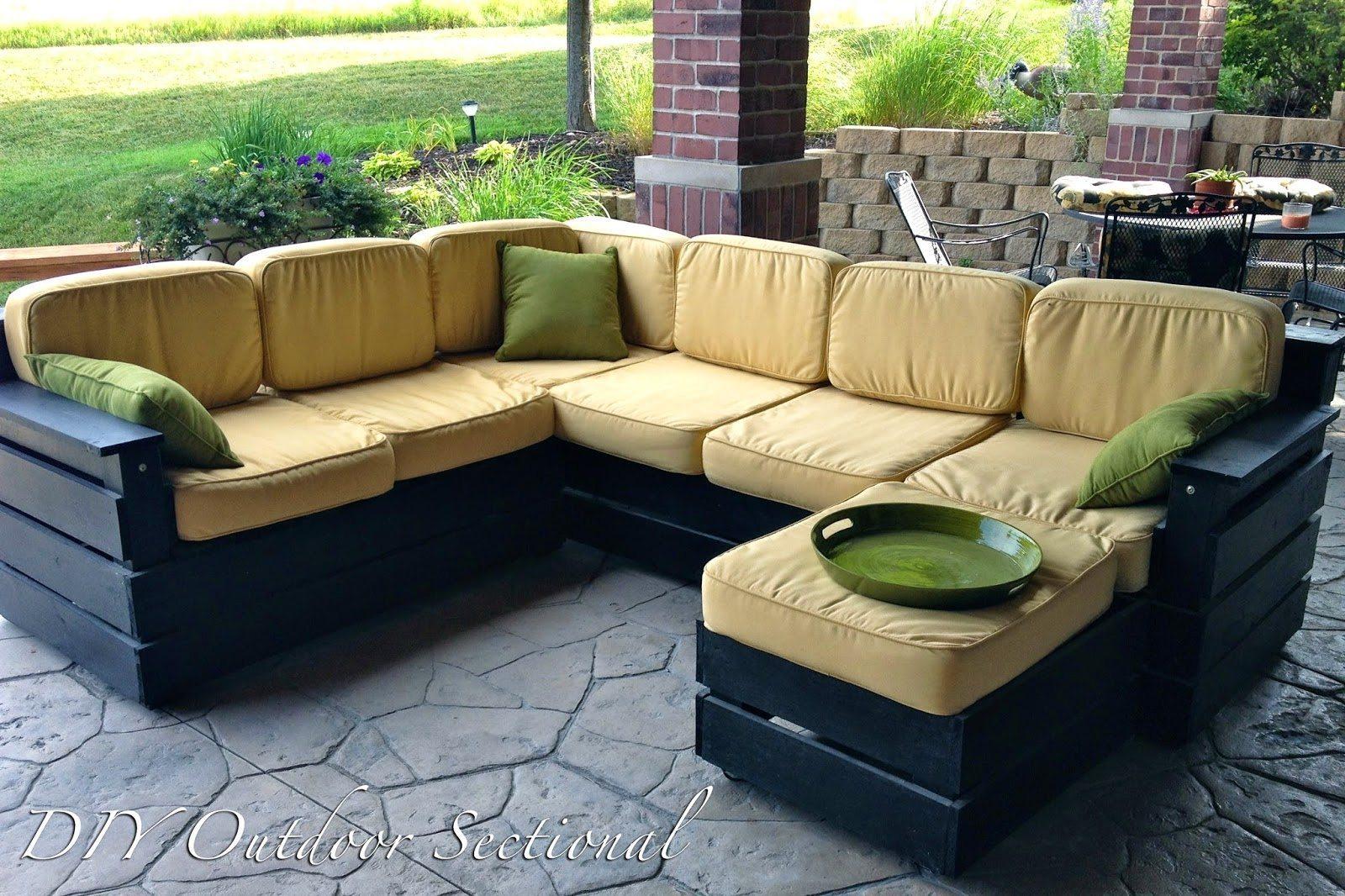 View In Gallery Diy Sectional Pallet Sofa Untuk Laman Rumah