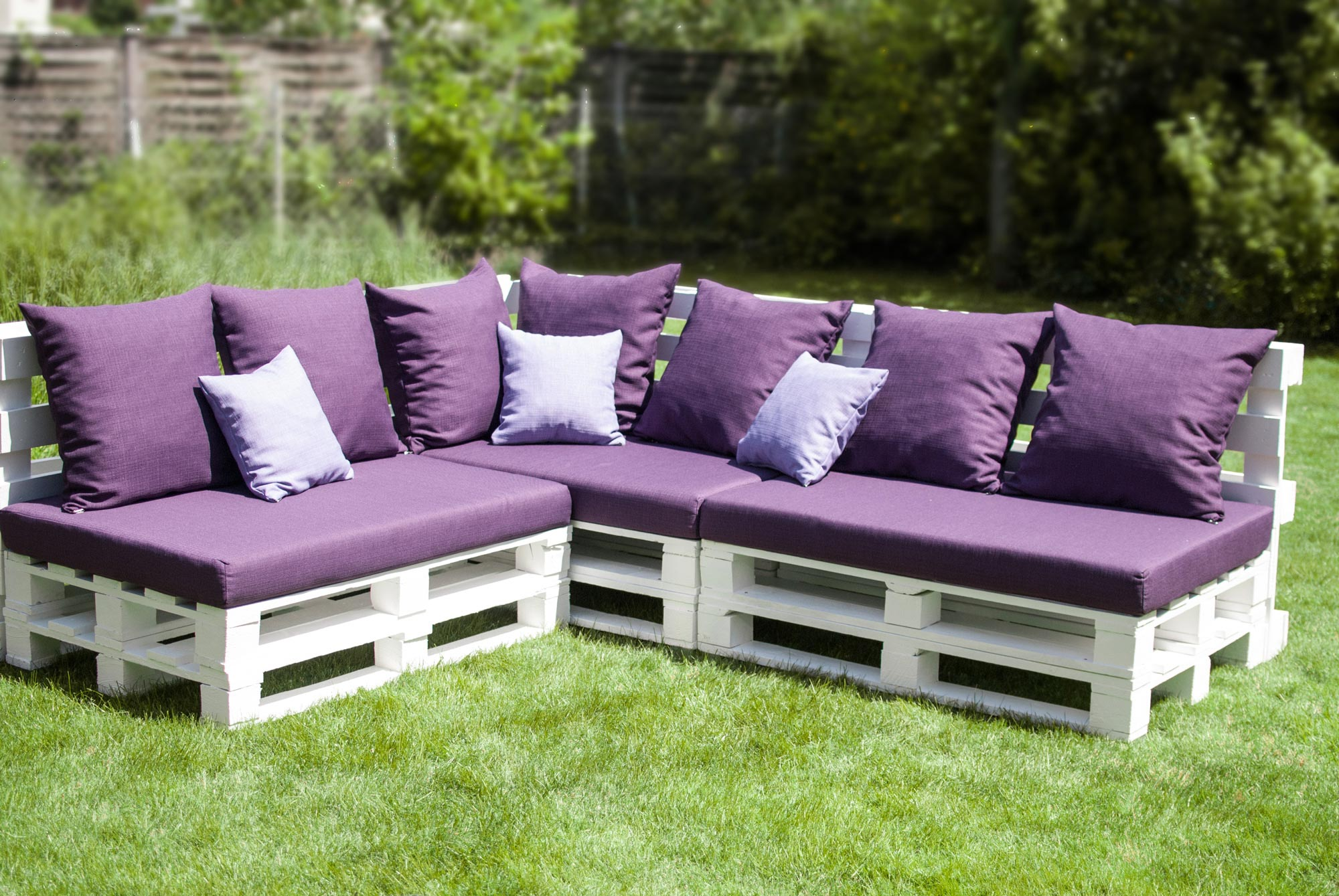Diy sofa set untuk perabot santai di laman rumah anda