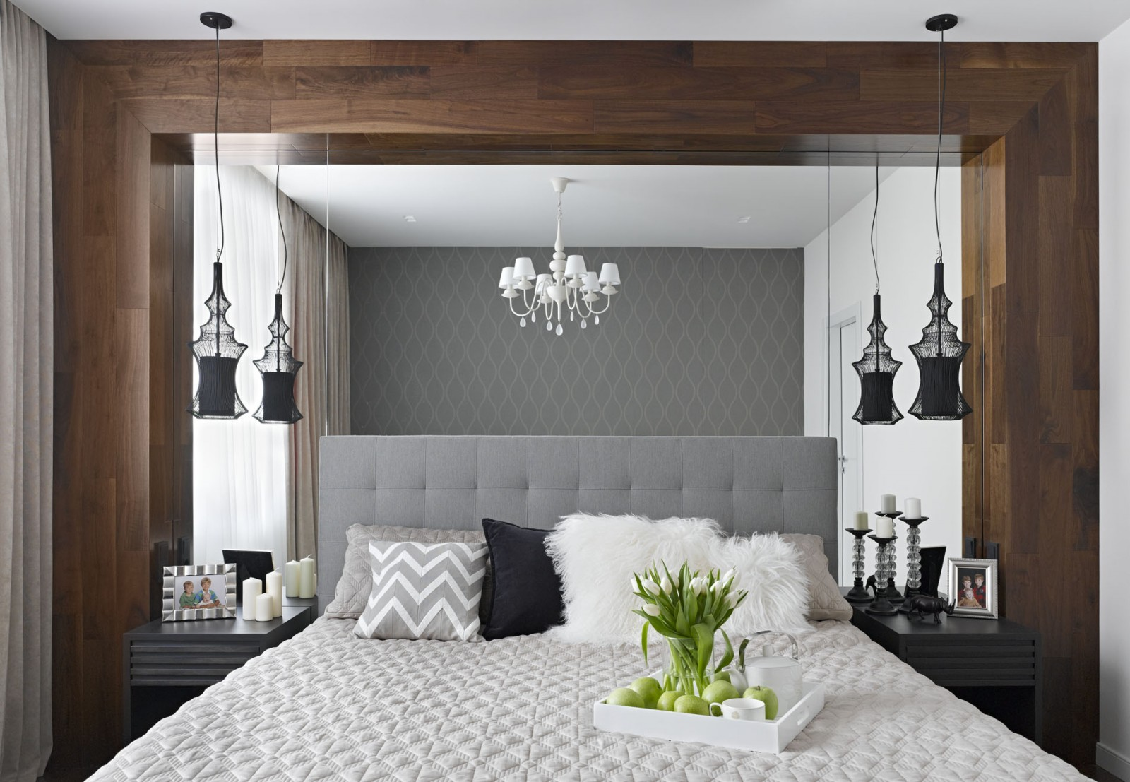 Hiasan bilik tidur kontemporari dengan menggunakan bingkai kayu