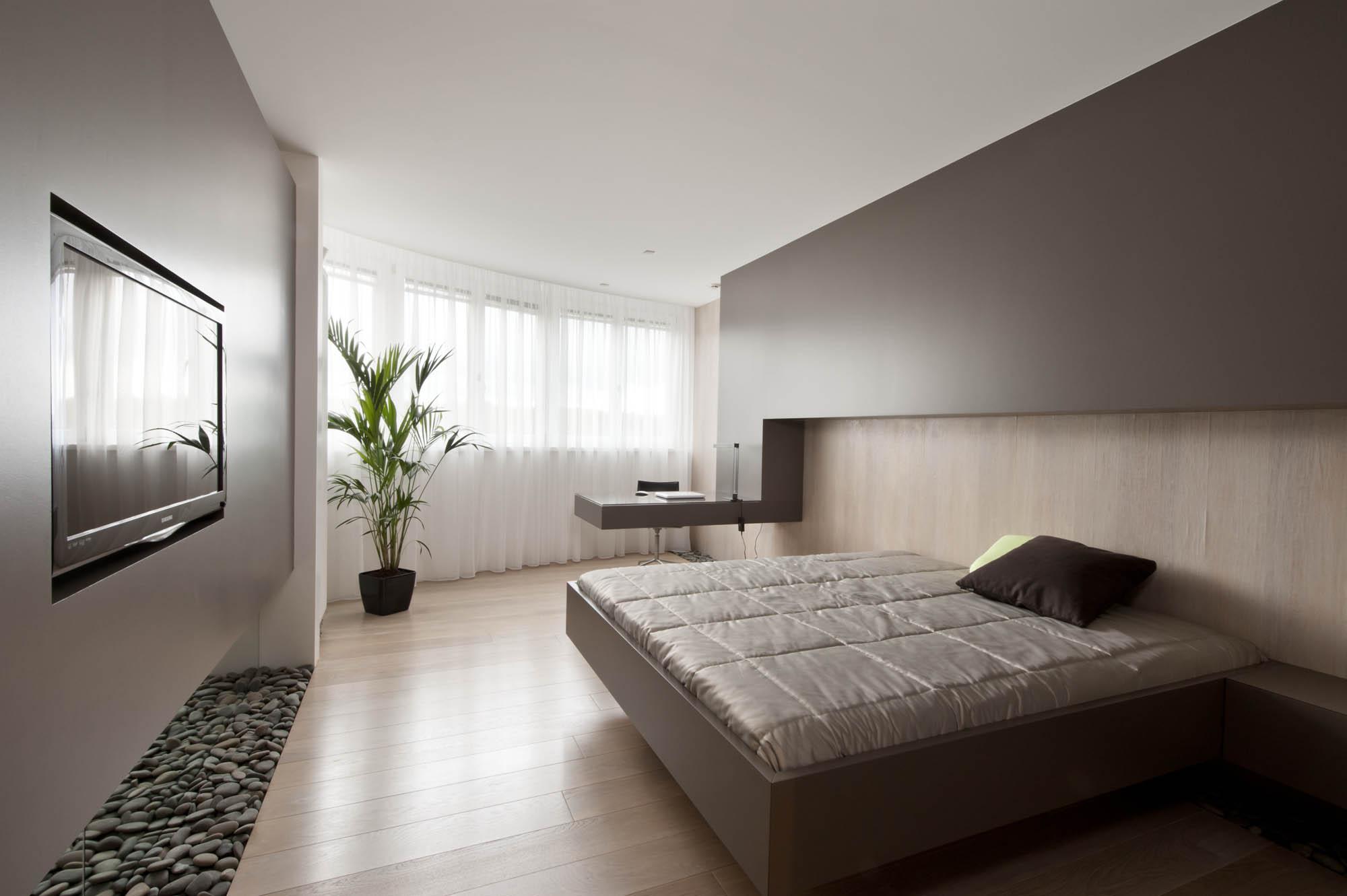 View In Gallery Hiasan Bilik Tidur Moden Dengan Warna Brown Dan Lantai Kayu