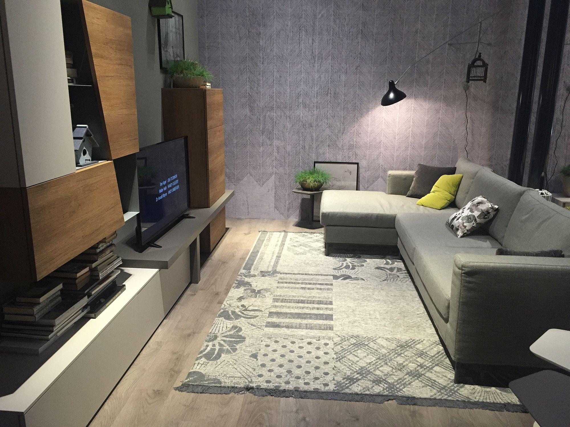 Idea hiasan dalaman ruang tamu kecil dengan kabinet jimat ruang