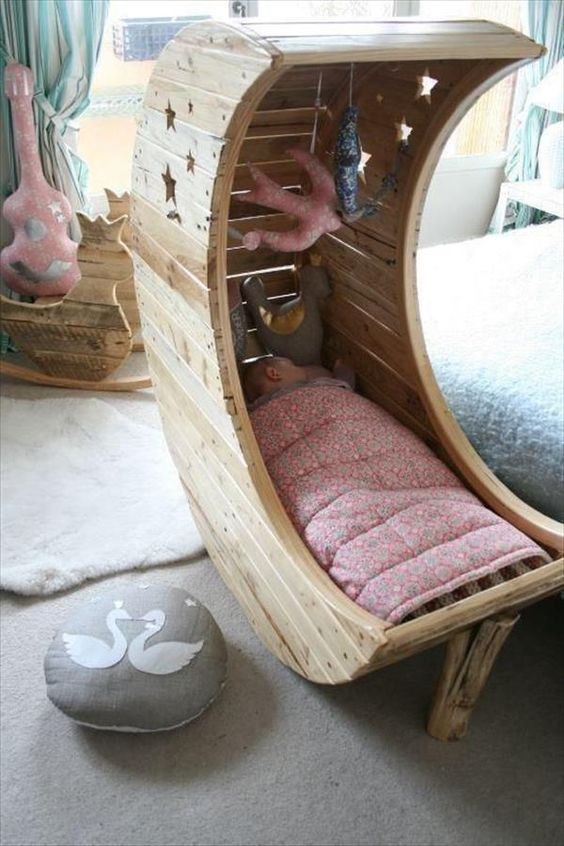 Katil bayi daripada dari kayu pallet