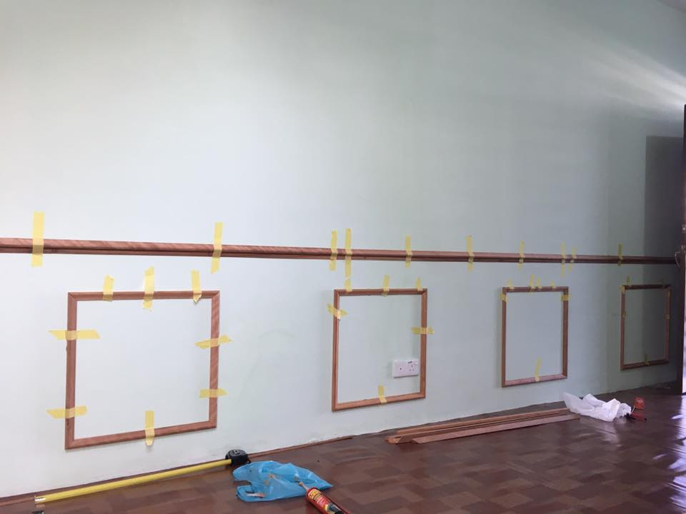 View In Gallery Kayu Skirting Yang Ditampal Pada Dinding Ruang Tamu Dan Dibiarkan Kering Selama Beberapa Hari