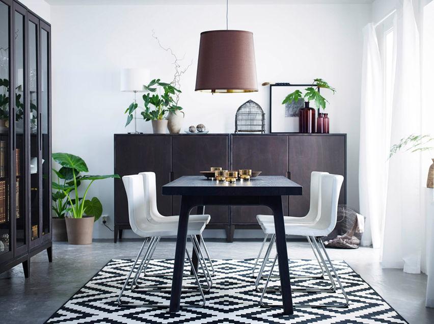 Lampu Meja Makan Nampak Simple Tapi Menarik Dengan Set Meja Makan Hitam Putih