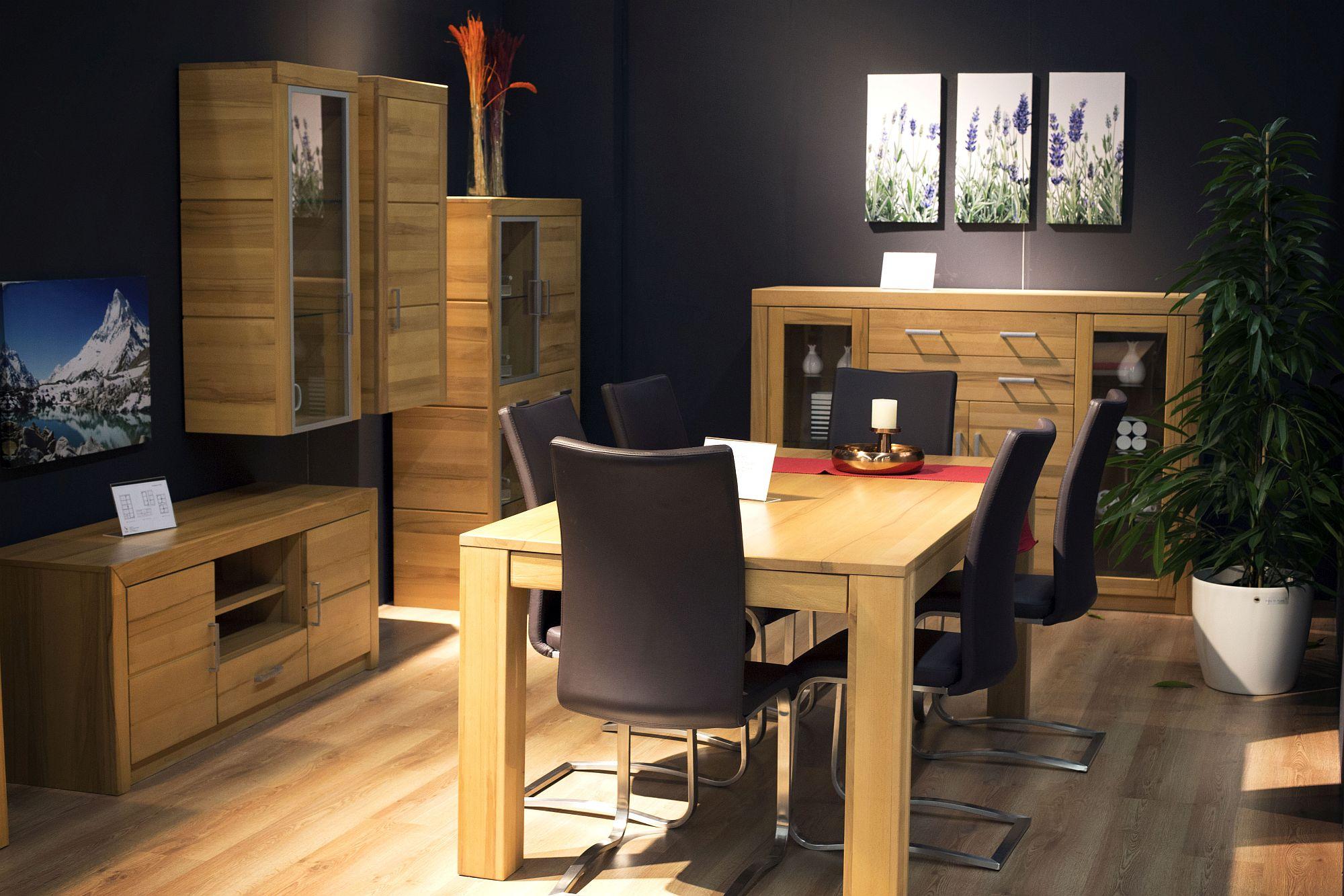 Perabot kayu dengan fungsi jimat ruang