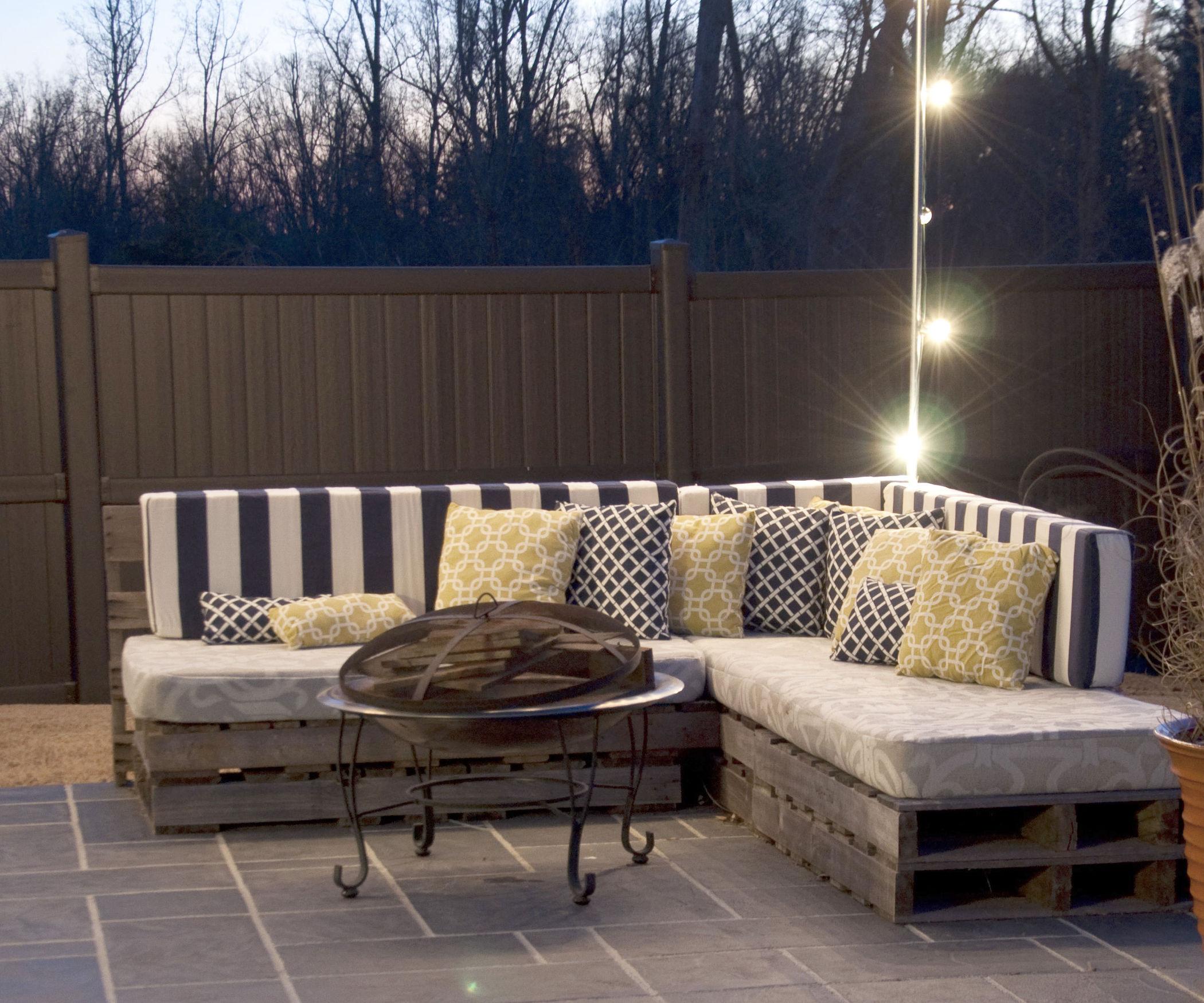 Perabot sofa pallet bentuk l untuk ruang hadapan rumah
