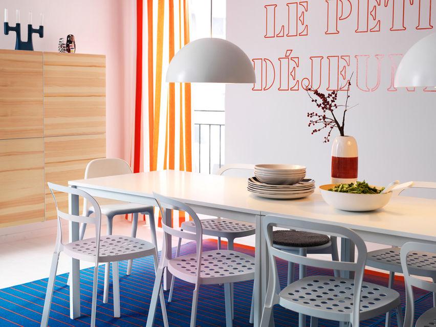 Ruang Makan Yang Super Cool Dengan Lampu Putih
