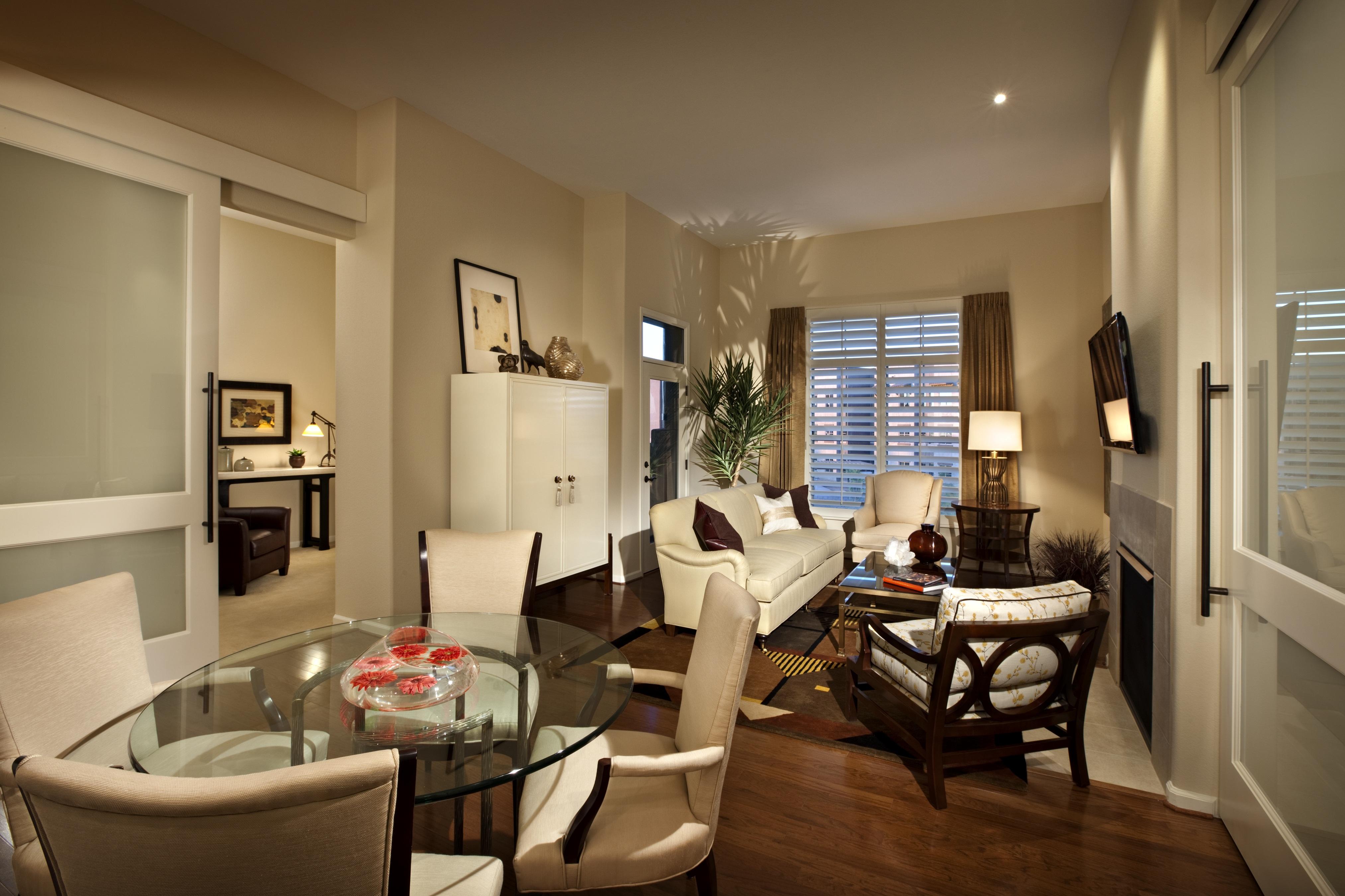 Ruang Tamu Klasik Traditional Gaya Victorian Dengan Perabot Gaya Accent
