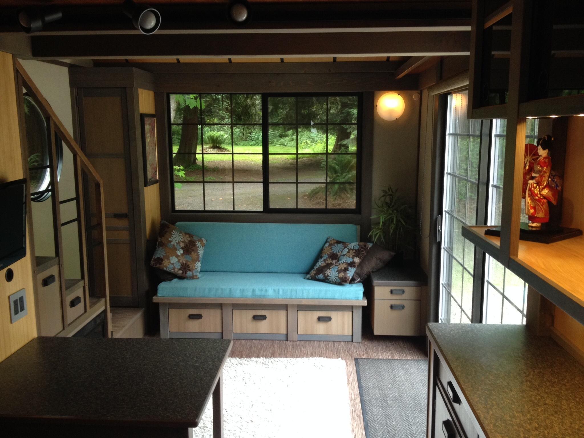 View In Gallery Ruang Tamu Rumah Kecil Dihias Dengan Kerusi Kayu