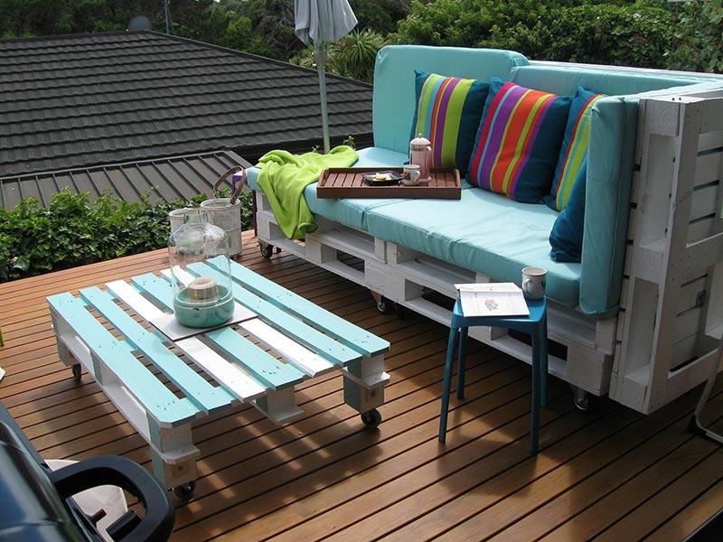 Set sofa pallet dan meja kopi untuk perabot balkoni rumah