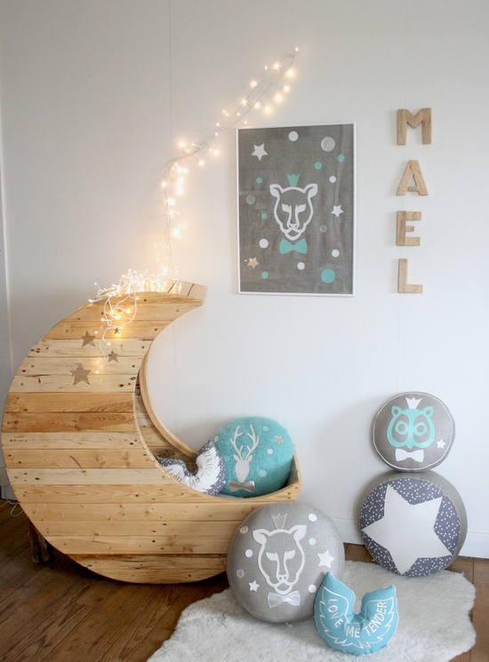 Tempat tidur bayi bentuk bulan dari perabot pallet