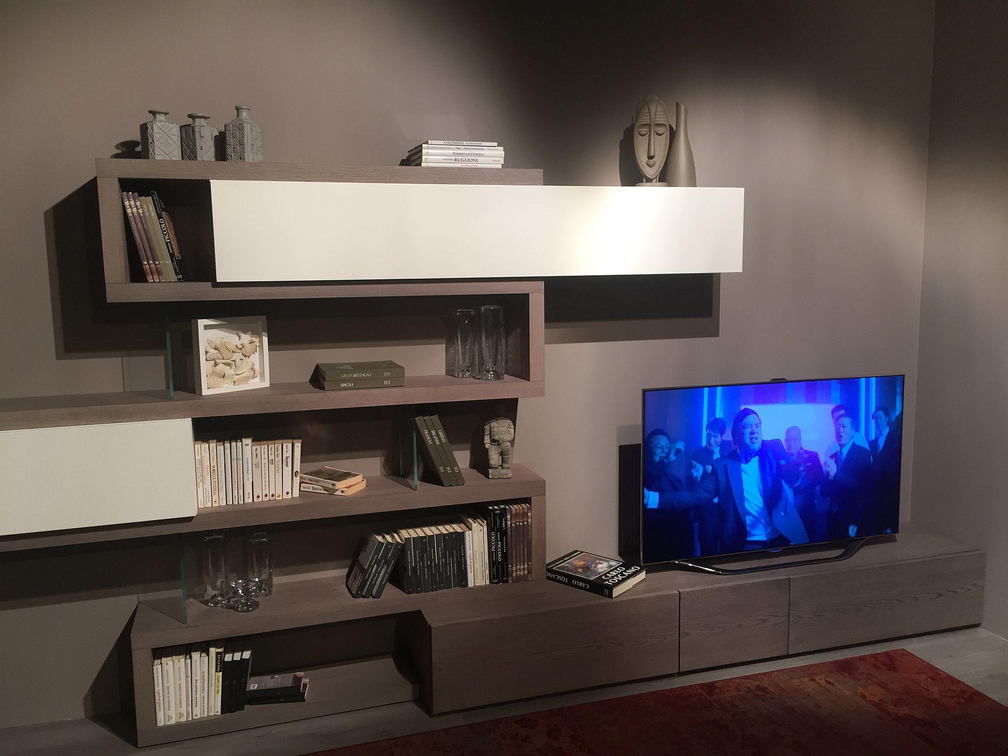 Unsur tradisional dan moden buat rak terbuka dan cabinet tertutup ini unik