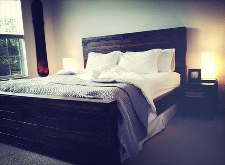Idea menarik dari pallet hasilkan katil kayu pallet gaya desa