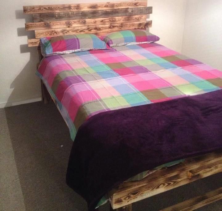 Idea menarik katil kayu pallet