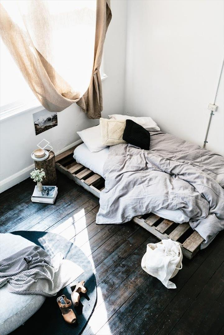 Katil dari kayu pallet yang simple