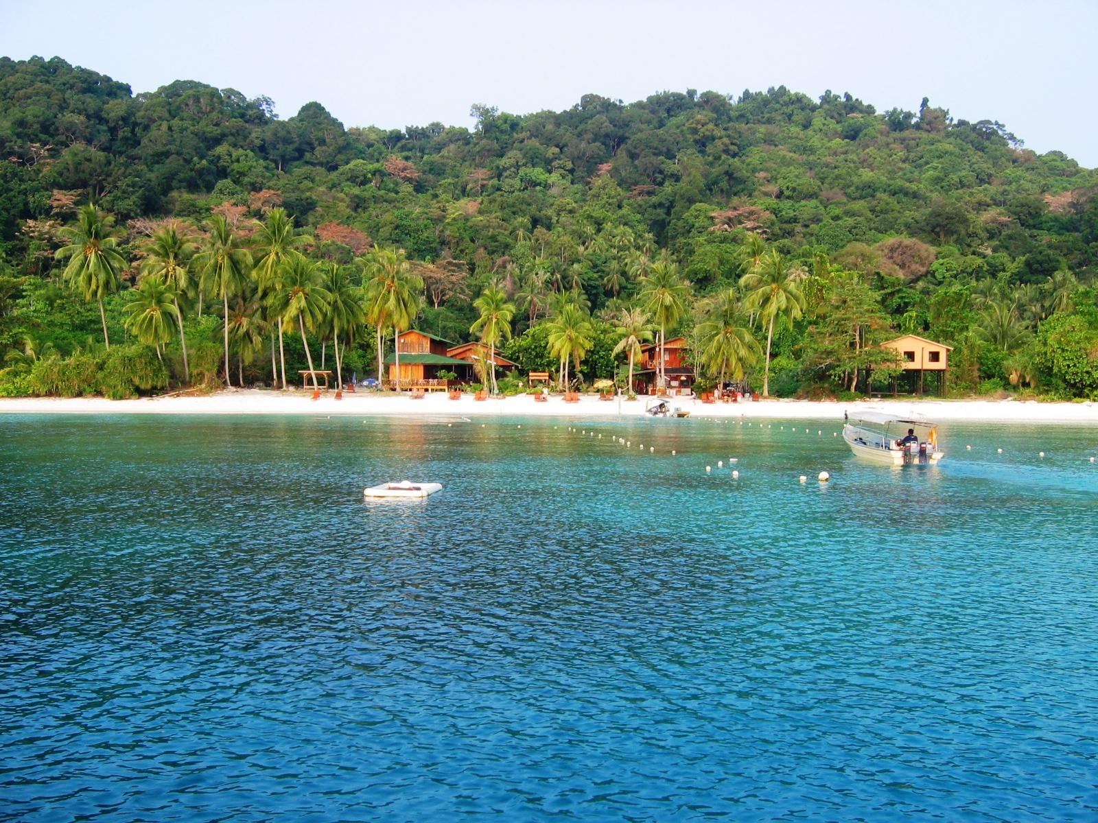 Pemandangan menarik di Pulau Lang Tengah - Recommended Hotel summer bay lang tengah island resort