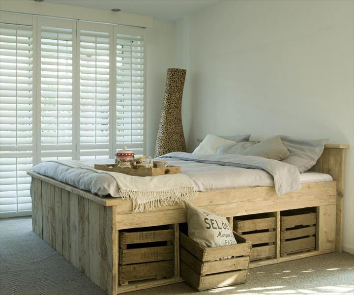 Perabot katil kayu pallet dengan gaya moden lengkap storage