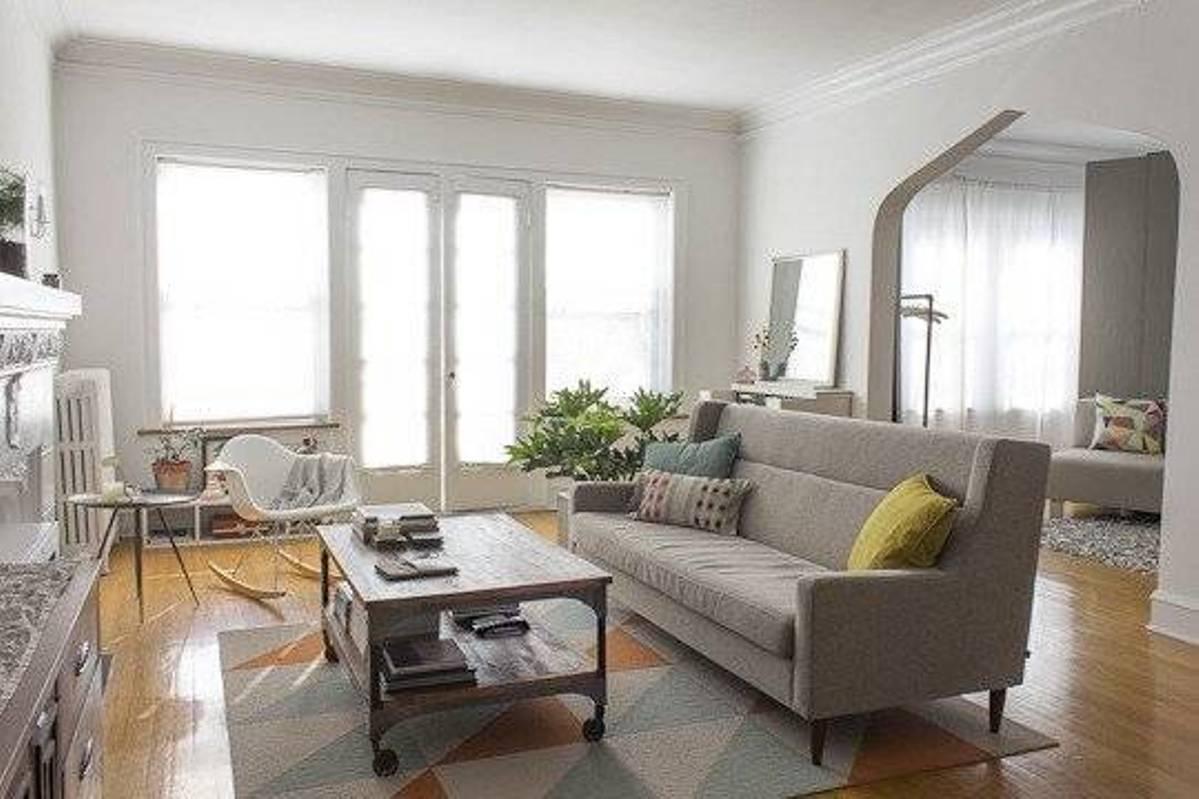 View In Gallery Ruang Tamu Dengan Warna Tema Pastel Kelabu Lembut