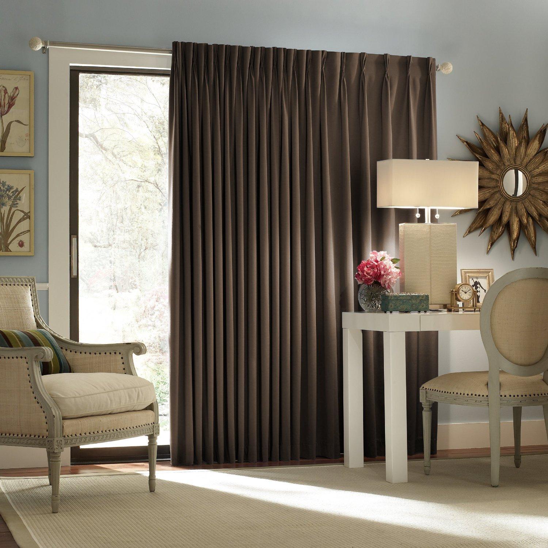 Gaya langsir warna gelap dipadankan dengan dinding warna lembut dan perabot pastel