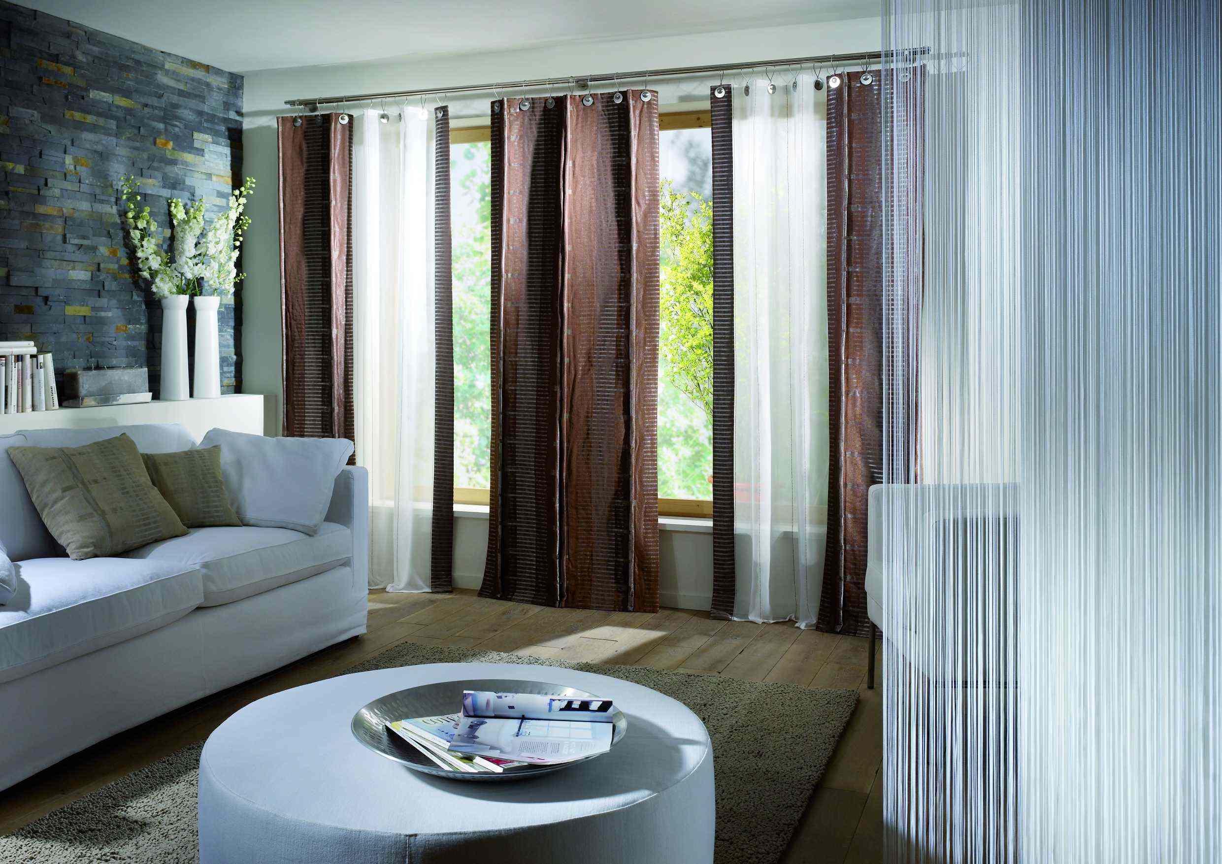 Idea langsir ruang tamu dengan sofa putih