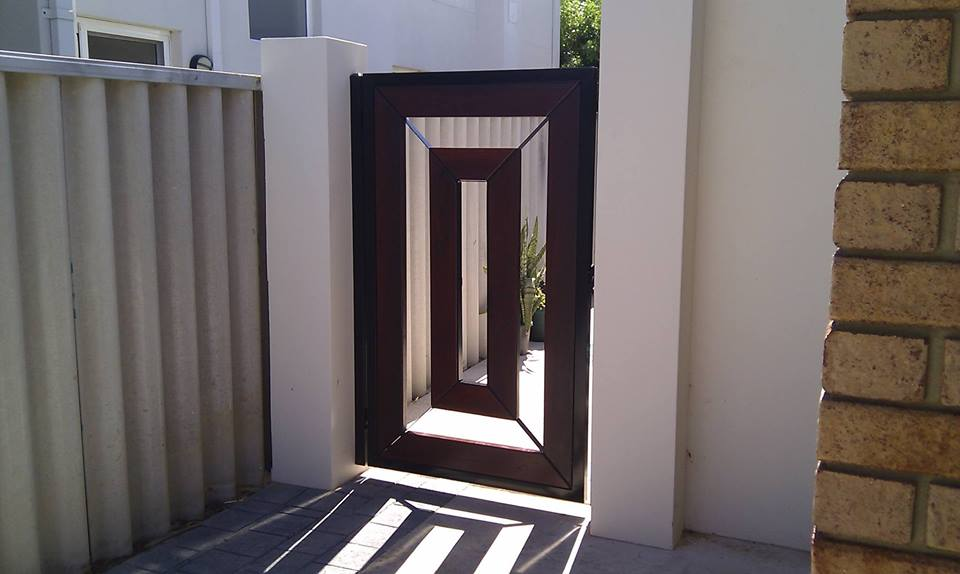 Idea pintu pagar sisi rumah dengan design moden minimalis