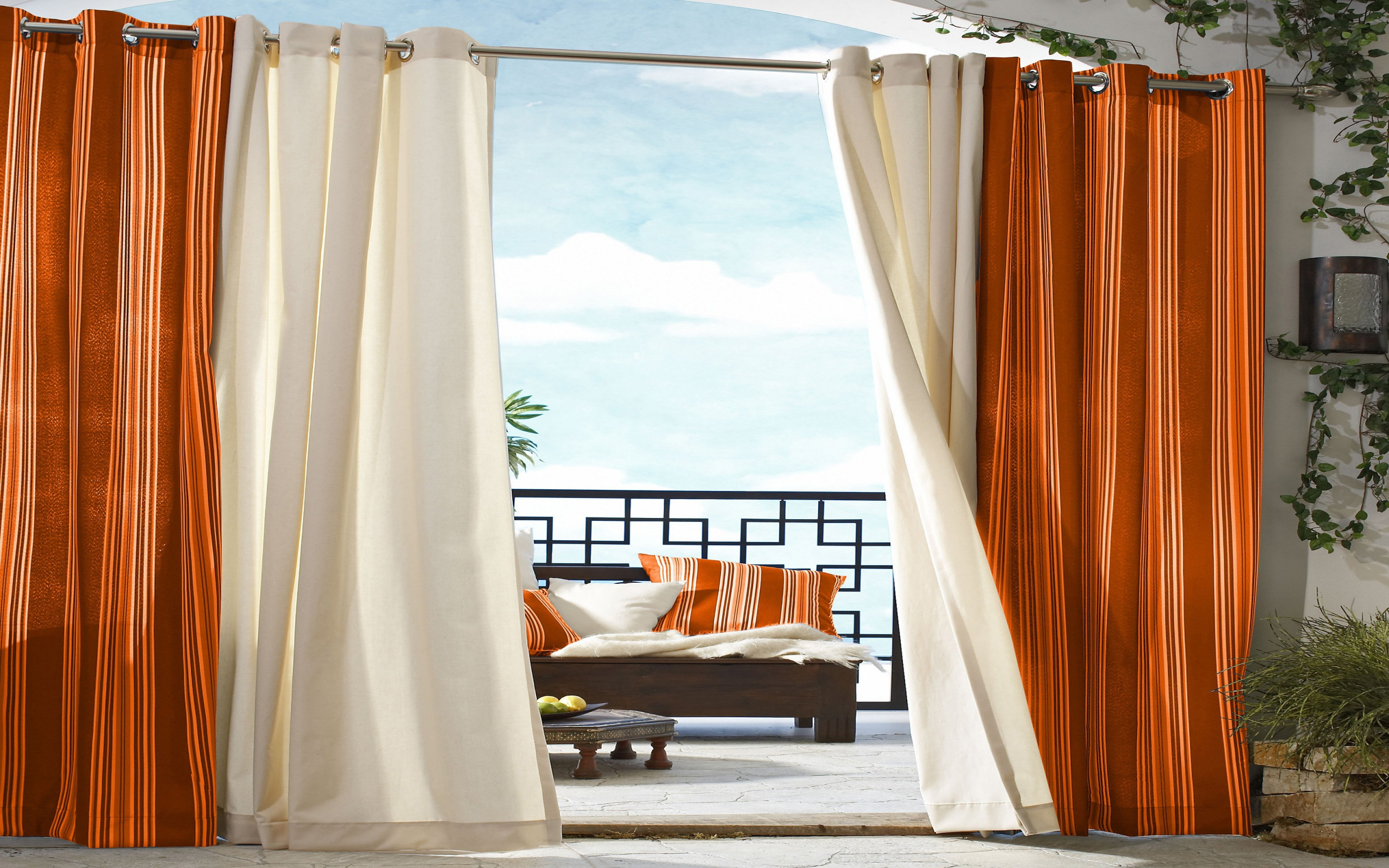 View In Gallery Inspirasi Langsir Putih Dan Chrome Sesuai Untuk Tirai Balkoni