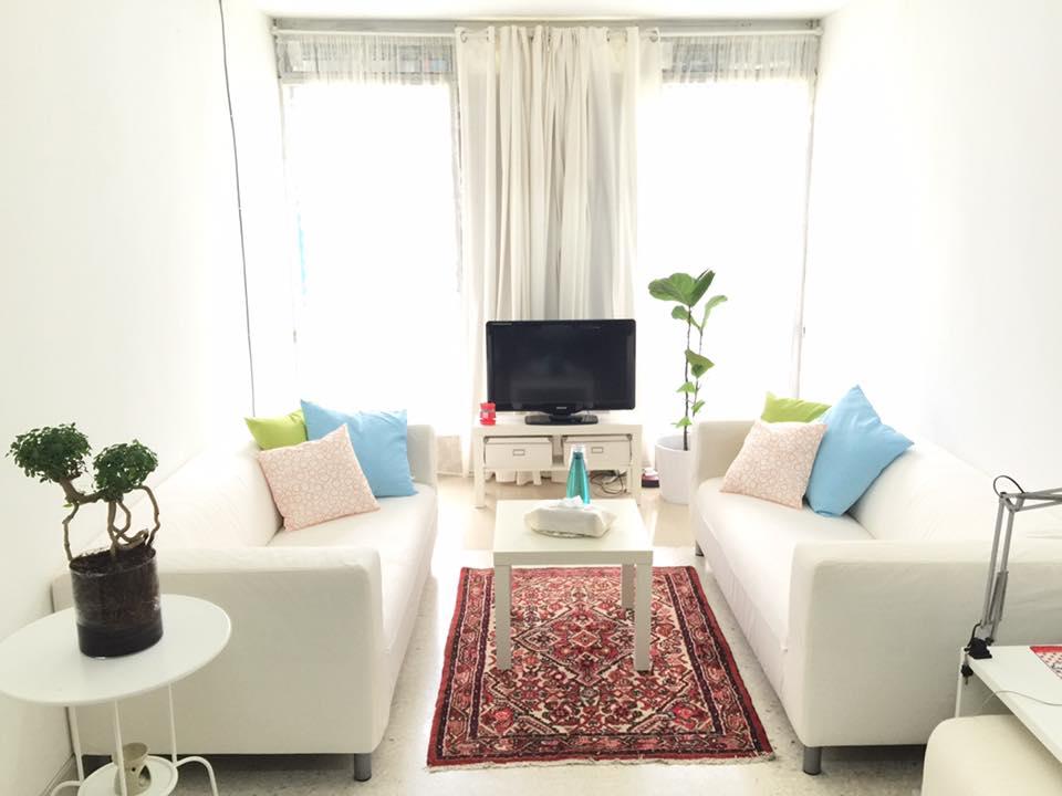 View In Gallery Sofa Minimalis Modern Untuk Ruang Tamu Kecil