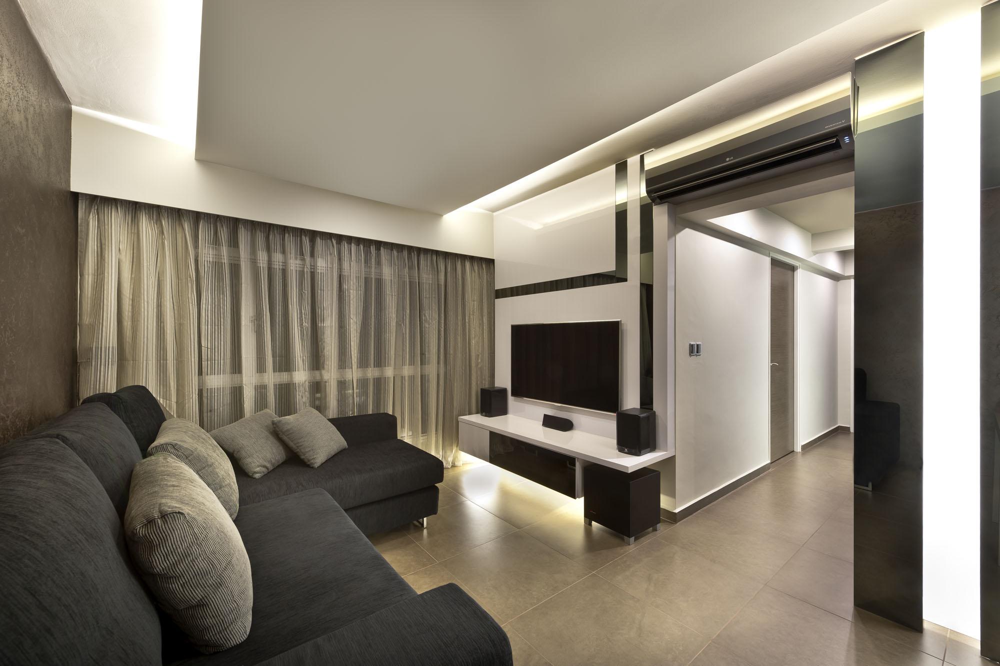 langsir moden terkini warna krim dipadankan dengan set sofa gelap