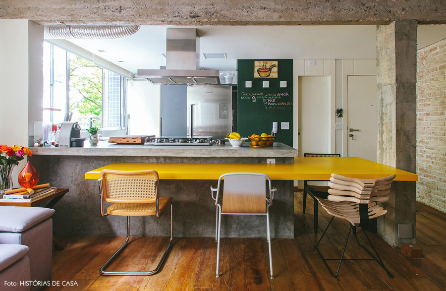 View In Gallery Dekorasi Dapur Dengan Tema Kuning Mustard Dan Hijau