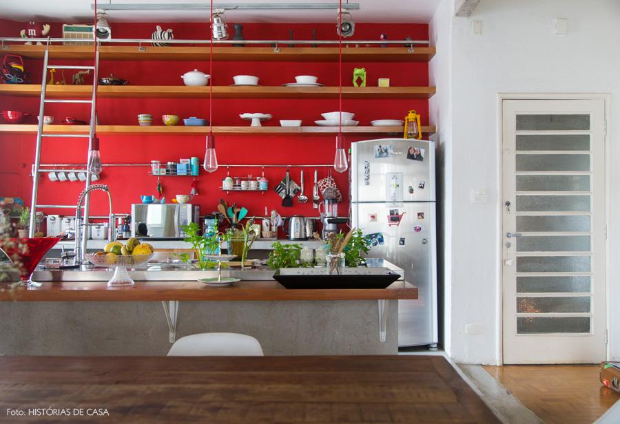 View In Gallery Dekorasi Dapur Merah Terang