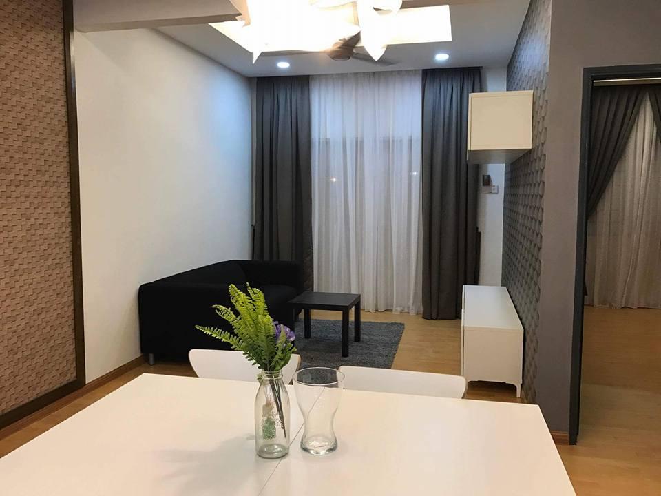 Dekorasi ruang makan rumah apartment