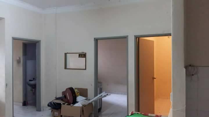 Gambar diambil dari ruang tamu rumah lelong ini